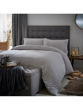 Save £6 at Very on Silentnight Soft Touch Waffle Fleece King Size Duvet Cover Set
